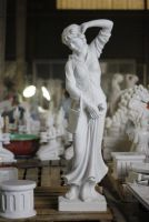 Madeine - XL Statue