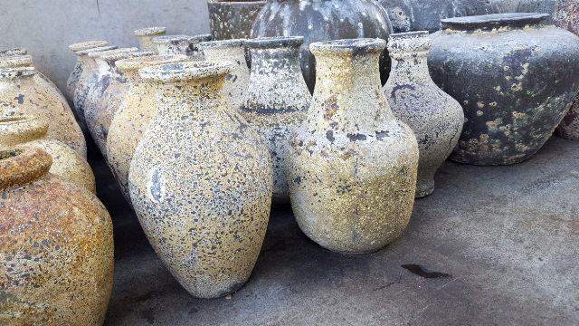 Small and Mini Feature Urns